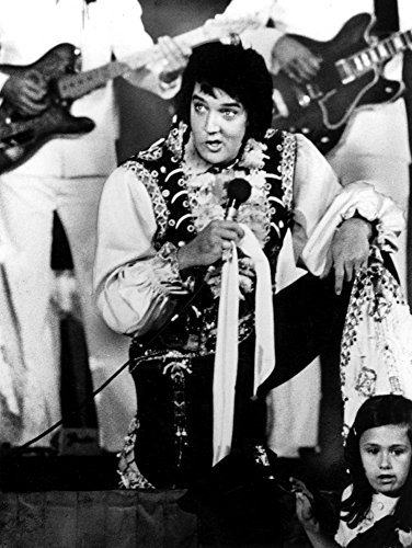 The Poster Corp Elvis Presley Performing in a Jumpsuit Photo Print (20,32 x 25,40 ()