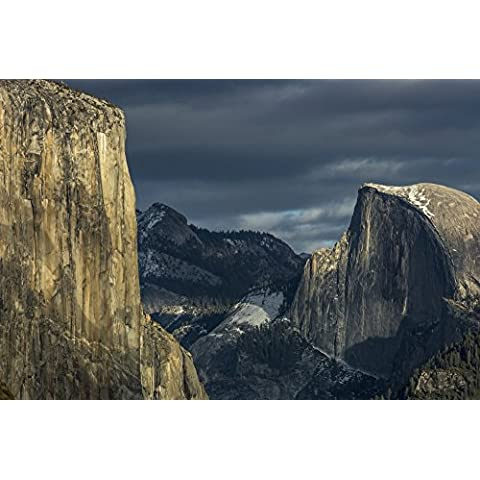 Tracy Barbutes / Design Pics – El Capitan and Half Dome in late afternoon winter light as seen from Turtleback Dome in Yosemite National Park; California United States of America Photo Print (48,26 x 30,48
