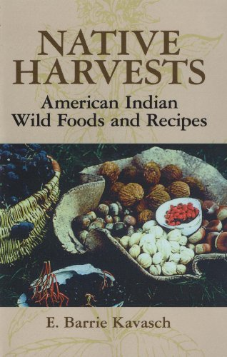 Native Harvests: American Indian Wild Foods and Recipes (English Edition)