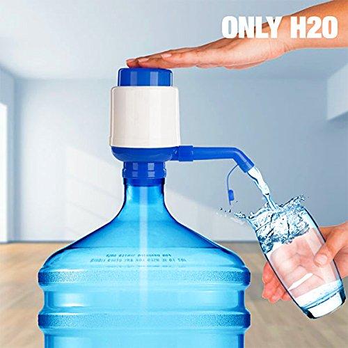 Dispenser Erogatore d'Acqua Rubinetto per Bottiglie Boccioni da 2,5-3-5-8-10 Litri ONLY H2o in Plastica PVC Dosatore Manuale a Pressione con Coperchio Antigoccia per Sebatoio Fino a 10 LT Bevande Ufficio Lavoro