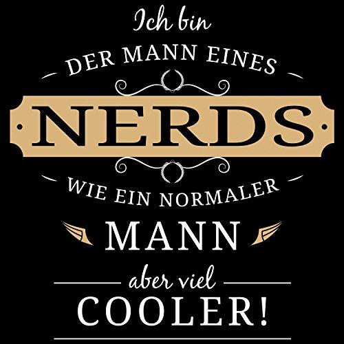 Fashionalarm Herren T-Shirt - Mann eines Nerds | Fun Shirt mit lustigem Spruch Geschenk Idee für verheiratete Paare Ehemann Streberin Geek Nerd Schwarz
