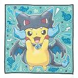 Pikachu einen Poncho von Pokemon-Center Original-Handtuch tragt Mega Charizard X