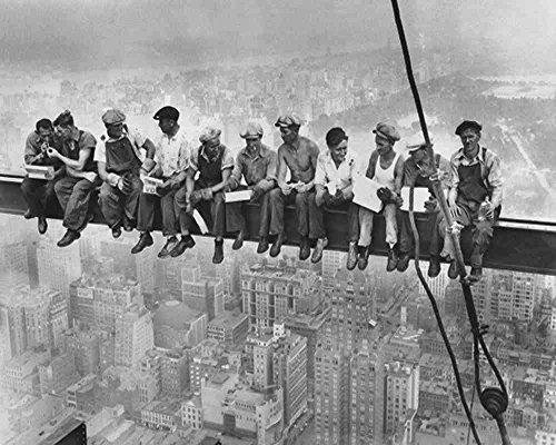 Kunstdruck / Poster: Bettmann / Corbis Archive 'Lunchtime Atop a Skyscraper' - hochwertiger Druck, Bild, Kunstposter, 50x40 cm