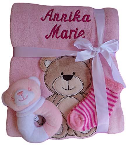 Babydecke mit Namen bestickt + Zugabe Babysocken Babyrassel Greifling Baby Taufe (rosa Bär)