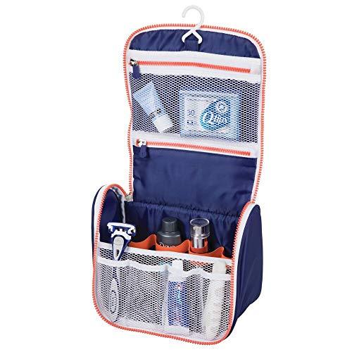 mDesign Trousse de Toilette pour Voyage - Trousse Maquillage à Suspendre en Polyester et Plastique - nécessaire de Toilette avec Zip et Divers Compartiments - Bleu Marine/Blanc/Orange