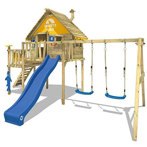 WICKEY Stelzenhaus Smart Resort Spielturm Kletterturm mit Schaukel Holzdach Kletterleiter Spielhaus, blaue Rutsche + gelb-blaue Plane