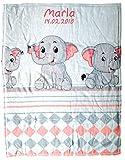 Wolimbo Flausch Babydecke mit Ihrem Wunsch-Namen und 3 Elefanten Motiv - personalisierte/individuelle Geschenke für Babys und Kinder zur Geburt, Taufe und Geburtstag - 75x100 cm