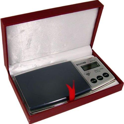 BASCULA DE PRECISIÓN PARA JOYERIA DE 0,1gr a 500gr de BOLSILLO. Descripción Marca DIAMOND  -Capacidad: 500g. -Peso desde: 0,1-500 gramos. -Precisión: 0,1 gramos. -Pantalla LCD retroiluminada en azul, fácil de leer. -Medidas: 153 mm x 79mm x 17mm. -Un...