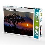 Sonnenuntergang in der Masai Mara in Kenia 2000 Teile Puzzle quer (CALVENDO Tiere)