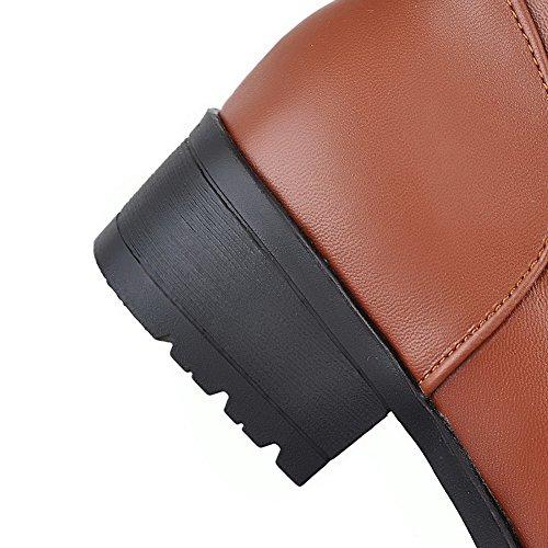 AllhqFashion Damen Rein Pu Leder Niedriger Absatz Ziehen Auf Rund Zehe Stiefel Braun