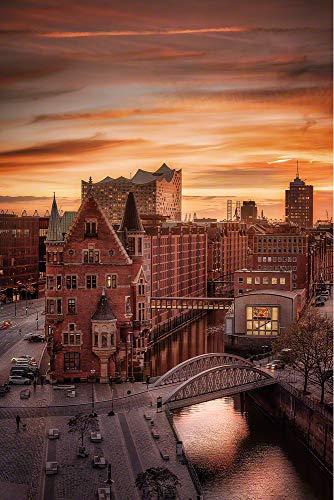 Hamburg Speicherstadt mit Elbphilharmonie im Sonnenuntergang. Fotografie Abzug in Galerie QualitätDruck auf Fine Art Photo Papier, versandfertig gerollt als Kunst Foto Bild