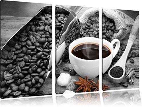 frischer Kaffe neben Kaffeebohnen schwarz/weiß auf 3-Teiler Leinwandbild 120x80 Bild auf Leinwand,...