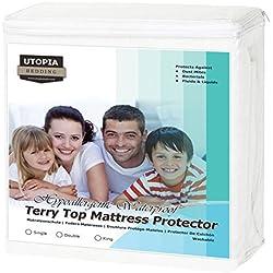 Utopia Bedding Protector de colchón Impermeable hipoalergénico Premium - Funda de colchón Equipada (135 x 190 cm)