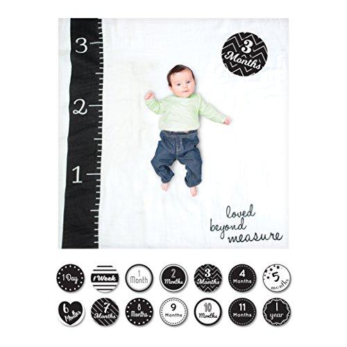 Lulujo Baby-Decke Swaddle mit 14 Monats-Karten Baby-Karten zum Fotografieren und festhalten der ersten Entwicklungsschritte Ihres Babys im ersten Lebensjahr Motiv Loved Beyond Measure