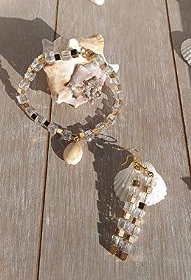 Parure boucles d'oreilles et bracelet en perles carré dorées et cristal. Coup de coeur garanti!