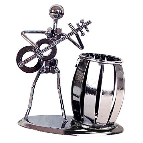 Imagen de sharplace organizador de escritorio con un porta lápiz en forma de barril junto a un hombre   clásica