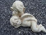 Garten Deko Figur Garten Dekofiguren Engel Pärchen kuschelt - Keramik in antikweiß mit Patinafinishing - wunderschöne liebevoll detaillierte Engel Figur Garten Skulptur