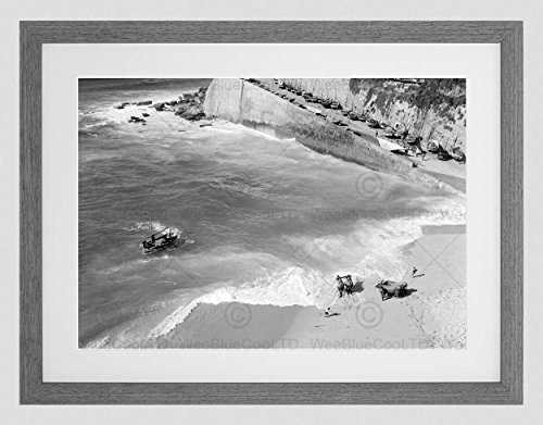 Preisvergleich Produktbild OLD SEASCAPE FISHERMAN'S BEACH ERICEIRA PORTUGAL FRAMED ART PRINT MOUNT B12X3798
