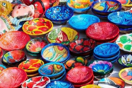 Feeling-at-home-KUNSTDRUCK-Mexiko,-Jalisco-Bowls-in-Straßenmarkt-Verkauf-cm38x59-POSTER-fuer-Rahmen