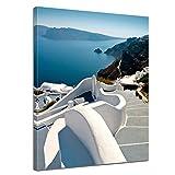 Kunstdruck - Santorini Treppe - Griechenland - Bild auf Leinwand - 90 x 120 cm - Leinwandbilder - Bilder als Leinwanddruck - Urlaub, Sonne & Meer - Europa - Mittelmeer