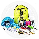 Moreton Gifts V.I.P Festival-Kit, enthält viele nützliche Dinge für Festivalbesuche: Stirnlampe, Knicklichter, Poncho, Karten, Pfeife, Schnurrbart zur Verkleidung und vieles mehr, in praktischem Beutel mit Kordelzug -