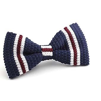 Knit Ties Rock Gestreifte Herren Strickfliege von DNDYCNDY in Navy Blau, Weiß und Rot | Toll für Weihnachten | Einfache Handhabung Dank Schnellverschluss | Vorgebunden | Dunkelblau, Streifen, Fliege