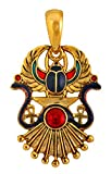 Joli Pendentif Egyptien Scarabée Ailé en relief Dieu Râ Cléopâtre Emaillé Plaqué Or avec sa Chaîne serpent.