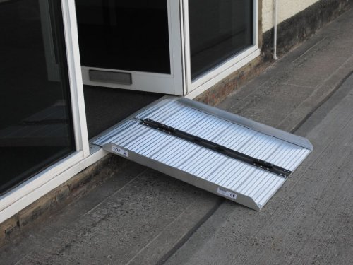 3ft-single-fold-lightweight-aluminium-wheelchair-ramp-with-non-slip-coating