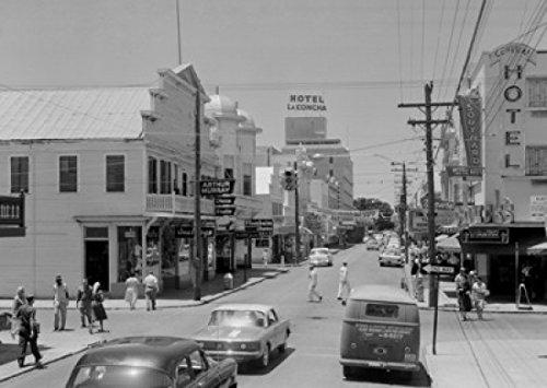 Buildings Along a Road Duval Street Key West Florida USA Poster Drucken (60,96 x 91,44 cm)