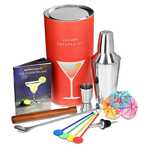 Luxus Drink-Zubehör Cocktail Kit von bar@Drinkstuff | Cocktail Geschenkset mit Manhattan Cocktail Shaker, Cocktail Buch (Englisch), Rührlöffel, Jigger Messbecher, Ausgießer, Stößel, 25 x Sektquirl Rührer, 24 x Cocktailschirmchen & 10 x Indoor Wunderkerzen
