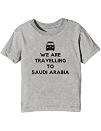 We Are Travelling To Saudi Arabia Niños Unisexo Niño Niña Camiseta Cuello Redondo Gris Manga Corta Todos Los Tamaños Kids Unisex Boys Girls T-shirt Grey All Sizes