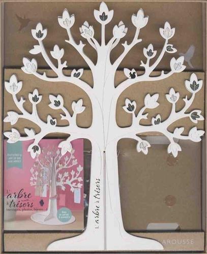 L'arbre à trésors : Avec un magnifique arbre en 3D à monter, un petit carnet à souvenirs, 6 ravissantes cages à oiseaux et 30 petites cartes perforées + un fil tressé