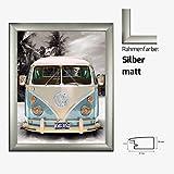 Kunstdruck Poster - Volkswagen VW Bulli Bus Camper Blau Strand Beach 40 x 50 cm mit MDF-Bilderrahmen Pisa & Acrylglas reflexfrei, viele Farben zur Auswahl, hier Silber matt