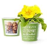 60.Geburtstag Geschenk - Blumentopf (ø16cm) | Geburtstagsgeschenk für Frau oder Mann mit Bilderrahmen für zwei Fotos (10x15cm) | Die ersten 60 Jahre Kindheit sind immer die härtesten!