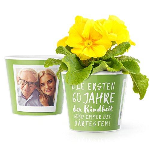 (60.Geburtstag Geschenk - Blumentopf (ø16cm) | Geburtstagsgeschenk für Frau oder Mann mit Bilderrahmen für zwei Fotos (10x15cm) | Die ersten 60 Jahre Kindheit sind immer die härtesten!)