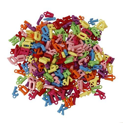 600 X gemischte Alphabet Buchstaben-Perlen 10 mm aus Kunststoff mit Fadenschlinge in verschiedenen Farben - großartig zum Basteln von Armbändern und Halsketten - Packungsgröße für Erwachsene und Kinde