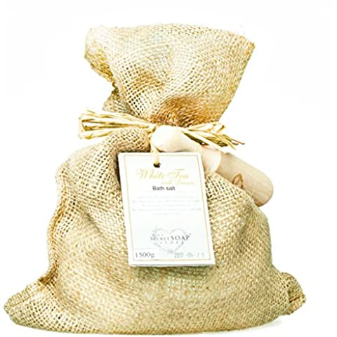 Revitalising Sal de baño - Bath salts with white tea and quince (1500 g) in a jute sack with wooden scoop. Unique