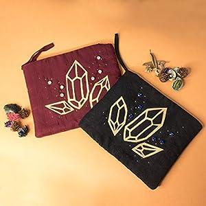 Brianna-Tasche – Schminktasche für persönliche Gegenstände aus Stoff mit von Hand gestickten Verzierungen aus Kunstleder und echten Kristallen
