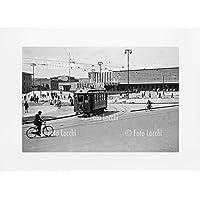 Archivio Foto Locchi Firenze – Stampa Fine Art su passepartout 70x50cm. – Immagine di un tram in Piazza Stazione a Firenze negli anni '30