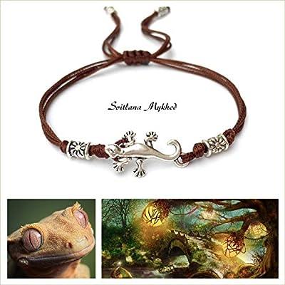 Bracelet porte bonheur LÉZARD. REPTILE Perles tibétaines. Cordon satin marron. Création sur mesure