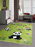 Traum Kinderteppich Spielteppich Kinderzimmerteppich Panda mit Eulen Schmetterlinge und Vögeln in Grün, Größe 140x200 cm