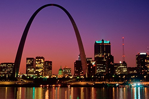 The Poster Corp Panoramic Images - St. Louis Skyline and Arch at Night St. Louis Missouri Kunstdruck (45,72 x 60,96 cm) (St Louis Skyline Poster)