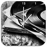 Monocrome, Mixtape, Schallplatte, DJ, Wanduhr Durchmesser 48cm mit weißen spitzen Zeigern und Ziffernblatt, Dekoartikel, Designuhr, Aluverbund sehr schön für Wohnzimmer, Kinderzimmer, Arbeitszimmer