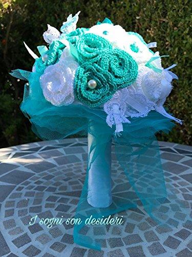 Tiffany bouquet da sposa realizzato interamente a mano, composto da fiori artificiali, roselline lavorate all'uncinetto, nastri di raso, pizzi e merletti.