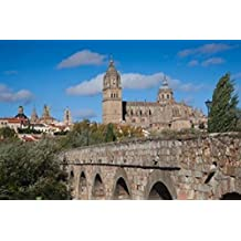 Walter Bibikow / DanitaDelimont – Puente Romano Salamanca Spain Photo Print (48,26 x 30,48 cm)
