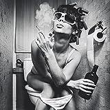 Wallario AluDibond, Bild auf Aluminium, Kloparty - Sexy Frau auf Toilette mit Zigarette und Schnaps- 50 x 50 cm in Premium-Qualität: gebürstete Oberfläche, freischwebende Optik