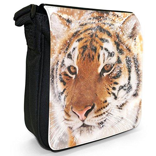 Wilder Tiger Kleine Schultertasche aus schwarzem Canvas Wilder Tiger auf Schnee