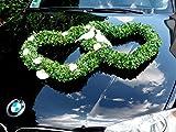 Deko Auto in zwei Herzen für Hochzeit.