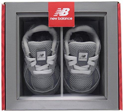 NEW BALANCE - Grauer Schuh für die Wiege mit Schnürsenkel, aus Wildleder und Synthetik, seitlich ein Logo und Stoffsohle, Jungen Grey/Grey