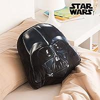 Le coussin Dark Vador est le cadeau parfait pour tous les fans de la fameuse saga Star Wars! Pelucheux et velouté au toucher (100 % polyester) Nettoyage à sec Dimensions approximatives : 34 x 30x 14 cm